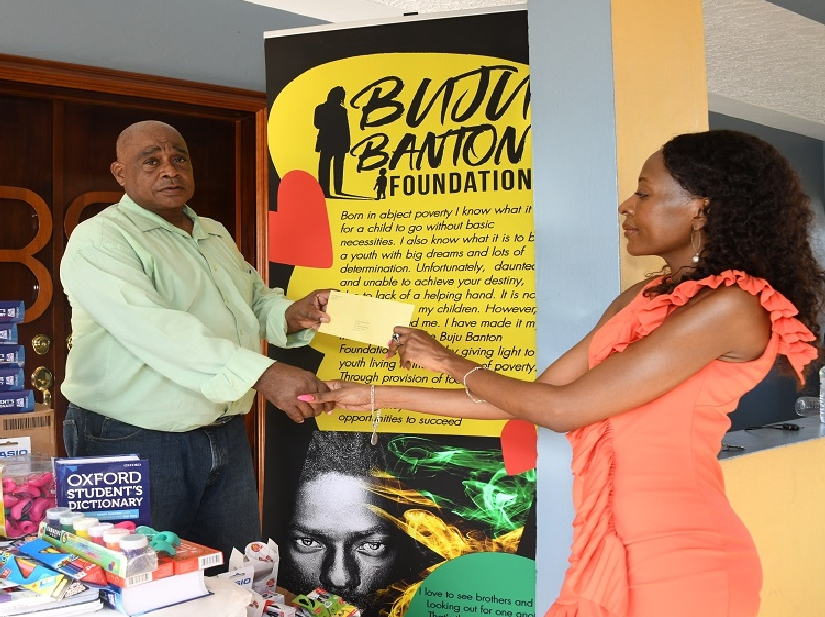 Buju Banton gifts school supplies to boys' home in Manchester